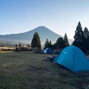「富士山YMCAグローバル・エコ・ヴィレッジ」でソロキャンプ。秋晴れの富士山を見ながら焚火してきた