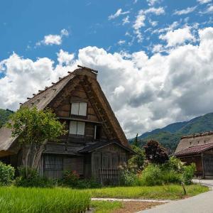 夏の「白川郷」を散策してきた。日本の夏と雨上がりの合掌造りを見た1泊2日