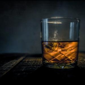 ウイスキー素人のワイにみんなが優しく教えるスレ「ソーダ割りから試そうと思う」「ホワイトホースでええで」「ジンジャエール割りが飲みやすい」2chなんJウイスキーまとめ