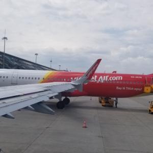 ハノイの空港に到着。そして、ヤンゴンへ‼