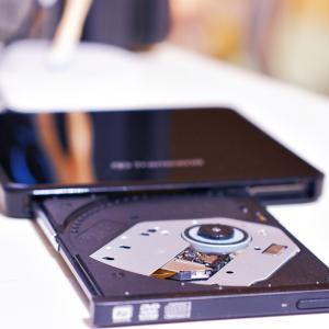 Transcend  TS8XDVDS-K 超薄型ポータブルCD/DVDドライブ購入レビュー!