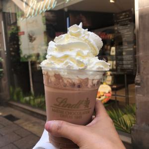 【小さな幸せ】 lindt でチョコレートドリンクのテイクアウト