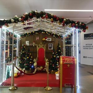 #フランス #アルザス のショッピングセンターで見つけた#サンタクロース に会える場所。な...