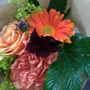 【わたしの定番】お礼はお花、手土産はパン