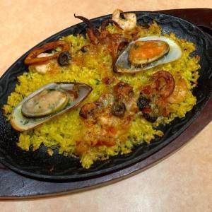 サイゼリヤの『シーフードパエリア』がイカ,エビ,貝がたっぷりで超おいしい!