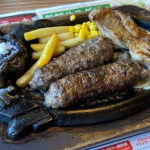 ブロンコビリーの『炭焼き粗挽きビーフハンバーグとチキンステーキランチ』が超おいしい!