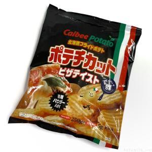 カルビーポテトの『北海道フライドポテト ポテチカット ピザテイスト』がピザポテト味のパウダー付きで超おいしい!