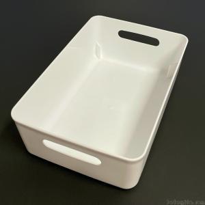 100均の『ソフトライナケース スリムM型 ホワイト』が白色の大きめの容器で便利!