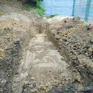 昨日の続きで井戸掘り
