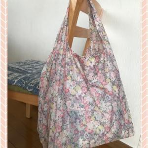 ピンク系花柄のエコバッグ