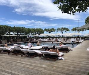 ハワイ注目ホテル!モダンホノルルのプール