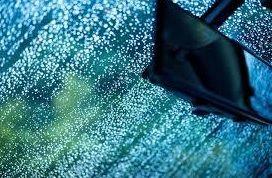 まもなく 梅雨 時期です。 ドライブ も 快適 ♪ フロントガラス 撥水加工 驚きの快適さを実感してください