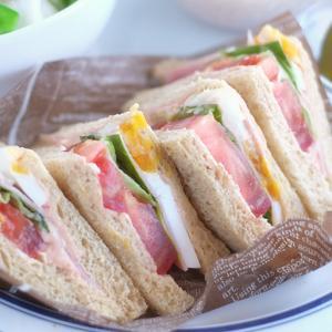セブンのたっぷりトマトと野菜サンドの朝ごはん