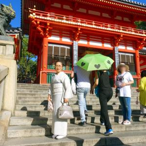 9月に猛暑の京都八坂神社!秋がなくなってどんな着物着る?白地流れ疋田小千谷縮に白地立涌帯