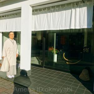 雅の着物生活の原点、京都岡崎呉服のいさかに里帰り!山本由紀の紫辻が花の帯締めて