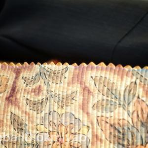 とっても珍しい革素材の手描き更紗帯締めて!行列のできるオムライス店へ