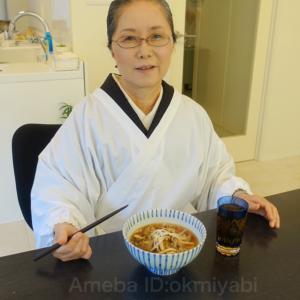 マスクして距離あけて!丁寧なおうちご飯で気分アップ 濃紫紬の着物に江戸更紗の帯