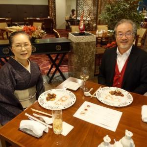 中華と京料理の絶妙な融合?!小千谷縮の墨藍に白波縞の裏表逆仕立ての着物で
