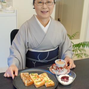 利休間道・銀鼠色着物に職人さんのこだわり手刺繍帯で大学講義のビジネスコーデ