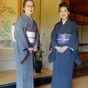 京都の老舗旅館の大女将の装い!菖蒲色地に藤の花の染め帯で
