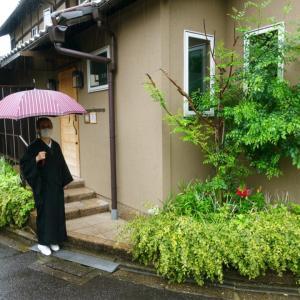 雨ニモマケズ、コムシコムサへ!和服の雨対策のアレコレ