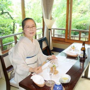 小千谷縮の白地墨疋田くずしの着物で、京都文化・おもてなし伝達を宮家別邸で・・