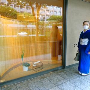 小千谷で織られた赤城糸の幻の夏着物の完成!衣司武美で、深海ブルーの着物着て