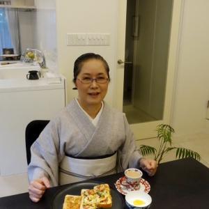 祇園祭のチマキでコロナ退散祈願!淡いグレーの畳縞の小千谷絹縮の着物着て