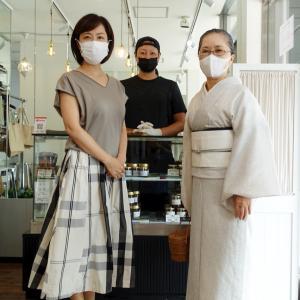 どうして着物生活を始めたのか?小千谷絹縮みの白地に墨の疋田くずしの着物着て