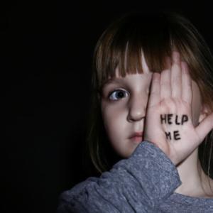 子供の時、心に傷を負わした親から逃げるためにする1つのこと