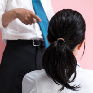 【パワハラ】職場の人間関係で悩んだ時にどうするか?