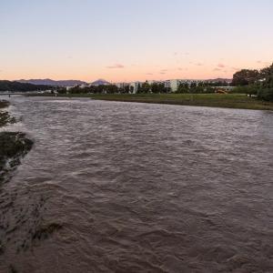 10月13日(日)台風一過の朝-増水した浅川と富士山遠望(追加)