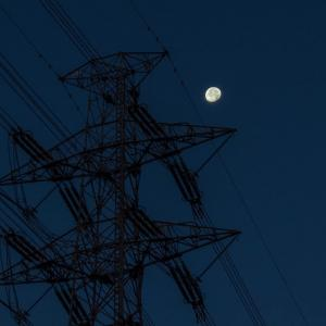 11月16日(土)朝の散歩-月を見上げ、赤富士を狙う