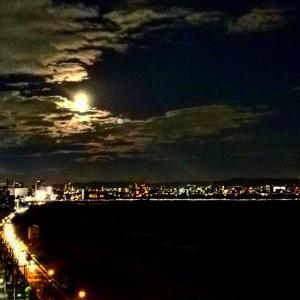 月が綺麗ですね。
