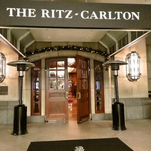 「ザ・リッツ・カールトン大阪」 正面玄関から朝の探検♪
