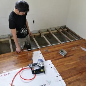 突然の天井のパテ削り