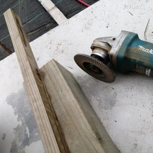 角材切ってひたすら削る作業