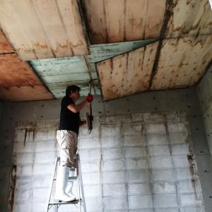 小部屋の天井。これで室内終了