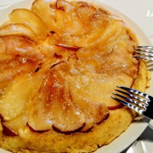 残ったホットケーキミックスで、夫が作った『アップルパンケーキ』を食べる年末。