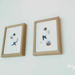 寝室の壁に『KEIMOGARI茂苅恵』さんのポストカードを飾りました。