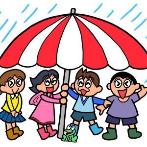 今日のイラスト79「ビーチパラソルで雨宿り」