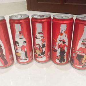 コカコーラの缶にベトナム名所とアオザイ娘が登場