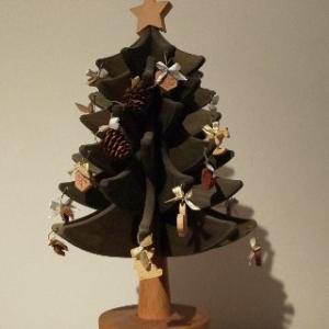 オークヴィレッジのクリスマスツリー。10年以上飾ってますが見る度にうっとりします。