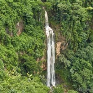 標高1000m超えのマンチェウェの滝