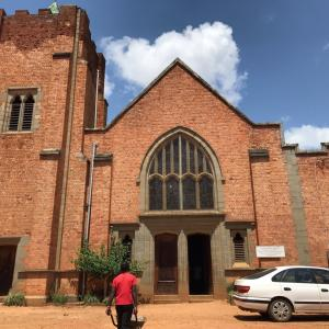 ステンドグラスが美しいリビングストニア教会