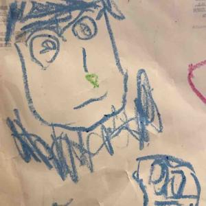 絵を描くことが好きな娘。4歳1ヵ月の息子が描いたパパの似顔絵です。