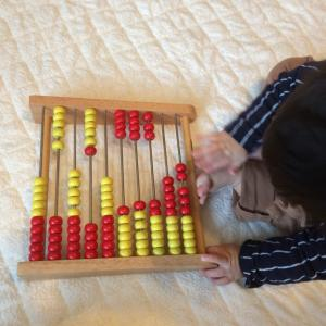 【0歳8ヶ月】トモエの100玉そろばん購入
