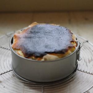 一番簡単な「バスクチーズケーキ」の作り方。