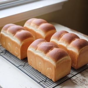 食パン 1.5斤x4本分のご注文。受け渡しもノーコンタクトで徹底です。