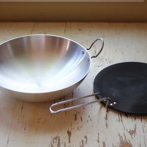 話題の『インド鍋(カダイ鍋)』。それからチャパティ用のフライパンも。